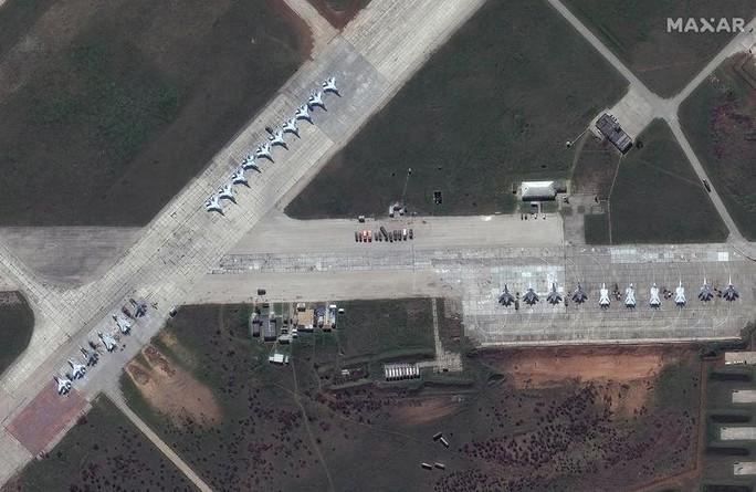 Biên giới Nga - Ukraine cực nóng, Nga ra lệnh hạn chế bay gần Crimea - Ảnh 4.