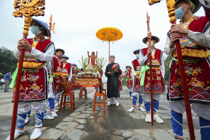 CLIP: Chủ tịch nước Nguyễn Xuân Phúc dâng hương tưởng niệm các vua Hùng - Ảnh 3.
