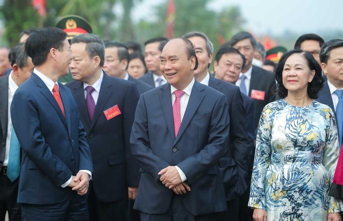 CLIP: Chủ tịch nước Nguyễn Xuân Phúc dâng hương tưởng niệm các vua Hùng - Ảnh 5.