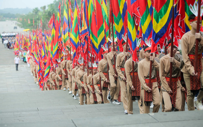 CLIP: Chủ tịch nước Nguyễn Xuân Phúc dâng hương tưởng niệm các vua Hùng - Ảnh 9.