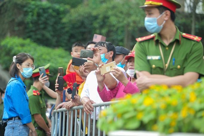 CLIP: Chủ tịch nước Nguyễn Xuân Phúc dâng hương tưởng niệm các vua Hùng - Ảnh 11.