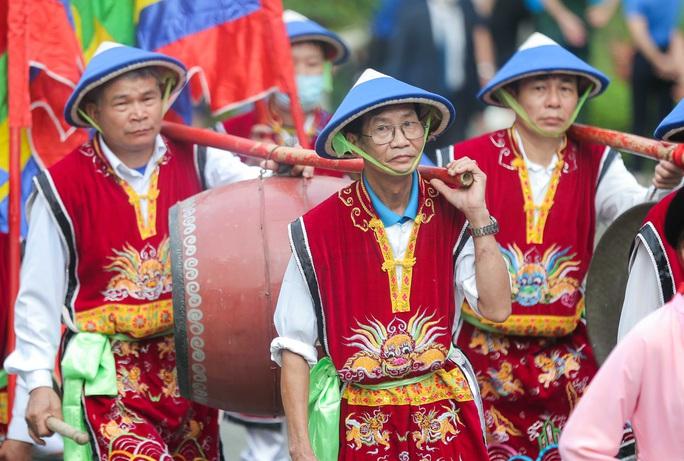 CLIP: Chủ tịch nước Nguyễn Xuân Phúc dâng hương tưởng niệm các vua Hùng - Ảnh 10.