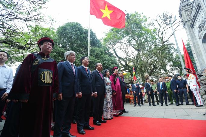 CLIP: Chủ tịch nước Nguyễn Xuân Phúc dâng hương tưởng niệm các vua Hùng - Ảnh 13.