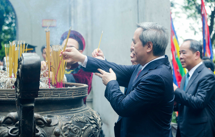 CLIP: Chủ tịch nước Nguyễn Xuân Phúc dâng hương tưởng niệm các vua Hùng - Ảnh 17.