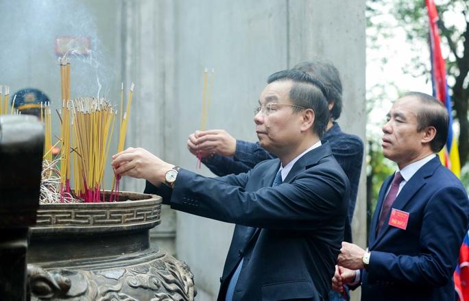 CLIP: Chủ tịch nước Nguyễn Xuân Phúc dâng hương tưởng niệm các vua Hùng - Ảnh 18.