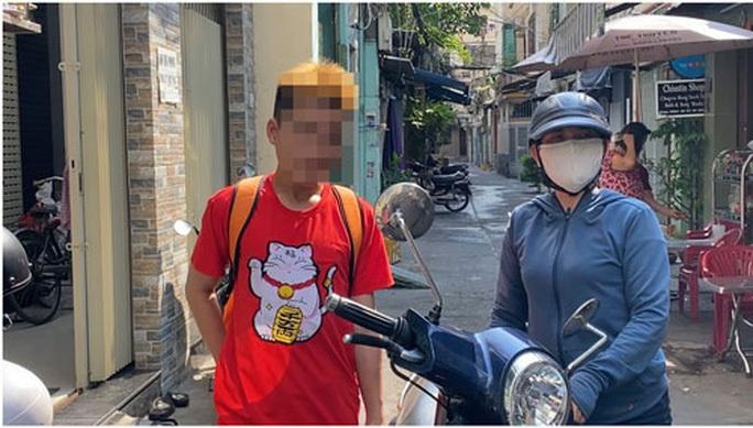 Gia đình yêu cầu khởi tố bảo vệ dân phố đánh hai thiếu niên - Ảnh 1.