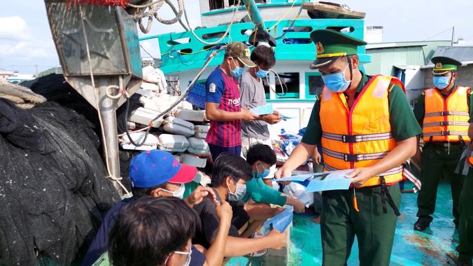 Truy tìm người đàn ông Trung Quốc nhập cảnh trái phép vào Phú Quốc rồi quay ra biển - Ảnh 3.