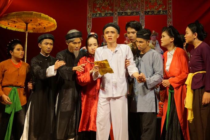 Hữu Nghĩa xúc động khi diễn viên trẻ đưa di sản văn hóa lên sân khấu kịch - Ảnh 2.