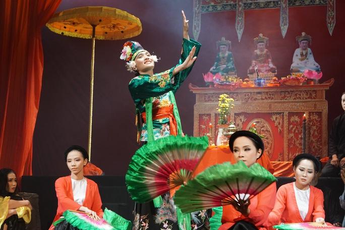 Hữu Nghĩa xúc động khi diễn viên trẻ đưa di sản văn hóa lên sân khấu kịch - Ảnh 4.