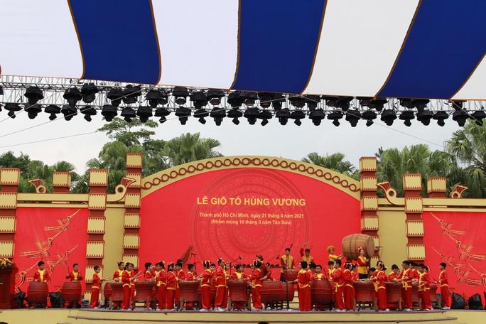 Bí thư Nguyễn Văn Nên dâng hương tại Đền Tưởng niệm các Vua Hùng - Ảnh 2.