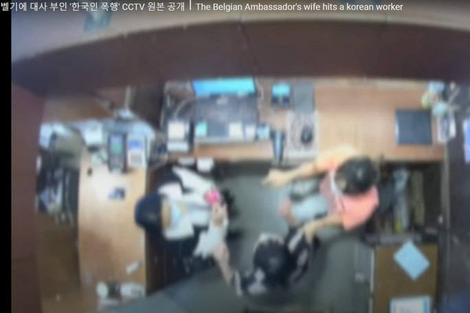 Dân mạng Hàn Quốc sôi sục vì vợ đại sứ Bỉ tát nhân viên bán hàng - Ảnh 2.