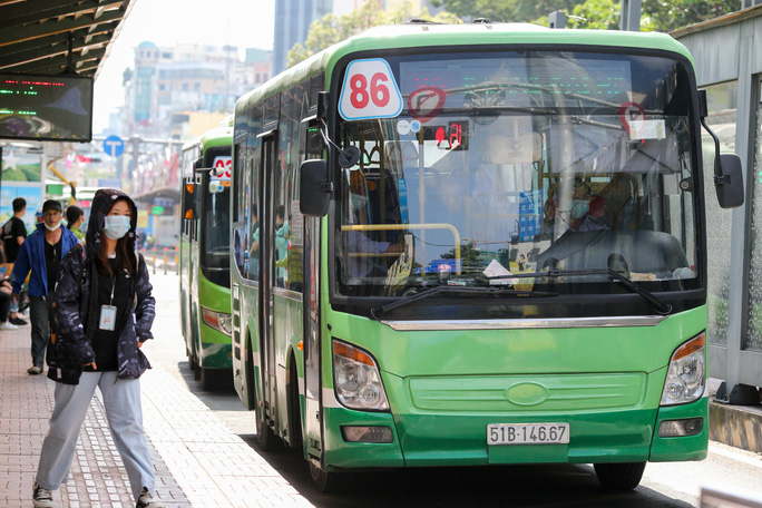 TP HCM thông báo giảm hàng ngàn chuyến xe buýt - Ảnh 1.