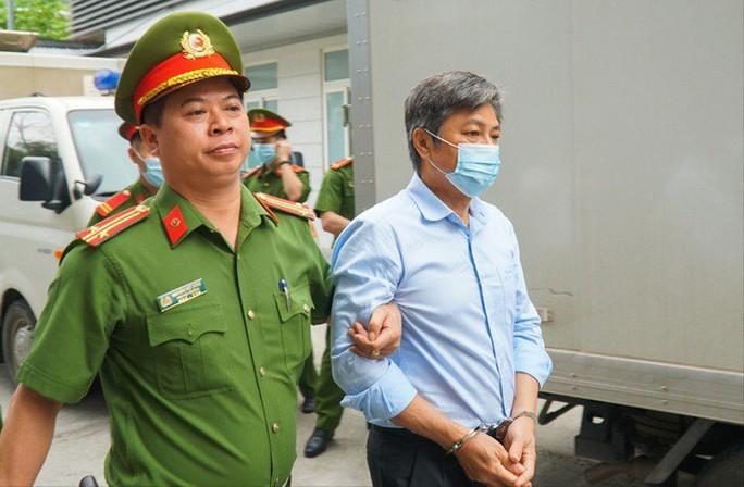 Ông Vũ Huy Hoàng xin được dùng thuốc và hỗ trợ y tế tại tòa - Ảnh 3.