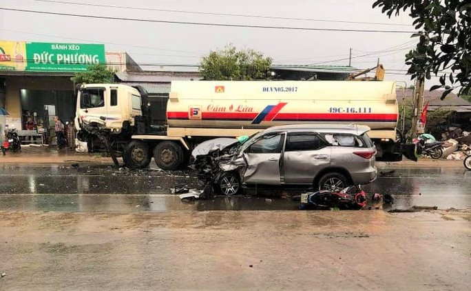 Tai nạn liên hoàn, 3 người bị thương, Quốc lộ 20 ách tắc nhiều giờ - Ảnh 1.