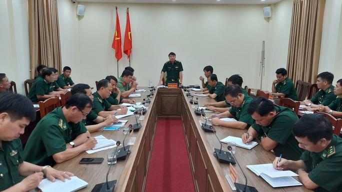 đại tá Nguyễn Thế Anh, chỉ huy trưởng BĐBP tỉnh Kiên Giang phát biểu chỉ đạo tại hội nghị...