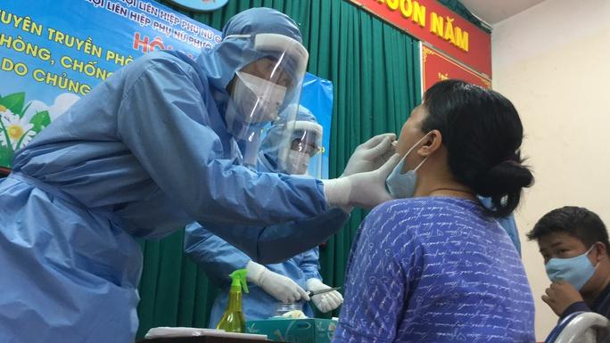 Covid-19: TP HCM truy vết các trường hợp tiếp xúc 3 người nhập cảnh trái phép từ Campuchia - Ảnh 1.