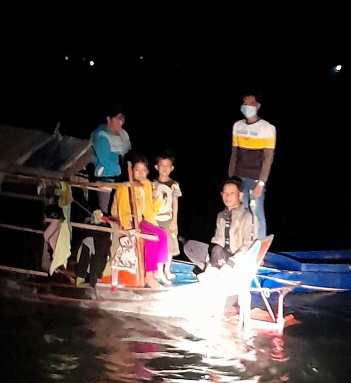CLIP: Phú Quốc và An Giang phát hiện 16 người từ Campuchia nhập cảnh trái phép - Ảnh 3.