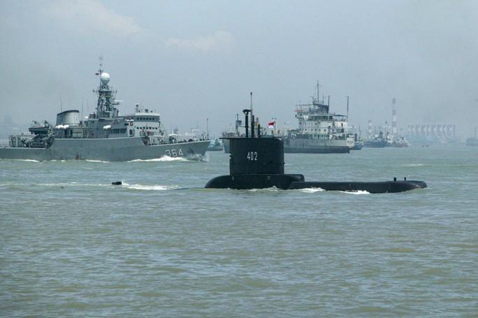 Lần theo vết dầu loang của tàu ngầm Indonesia mất tích - Ảnh 1.