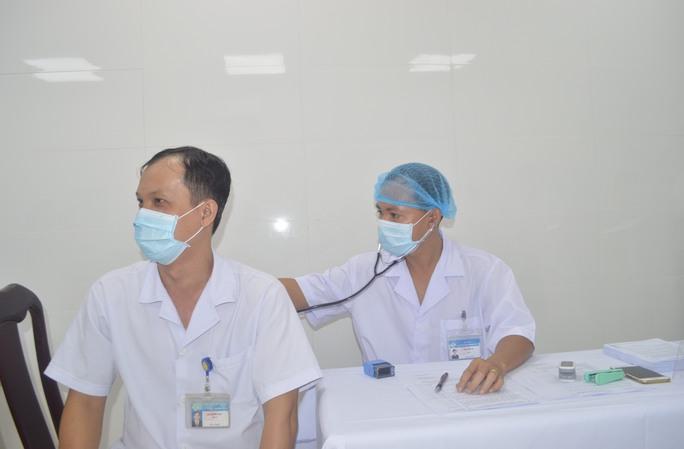 Cần Thơ và Bạc Liêu tiêm vắc xin phòng Covid-19 cho nhân viên y tế tuyến đầu - Ảnh 2.