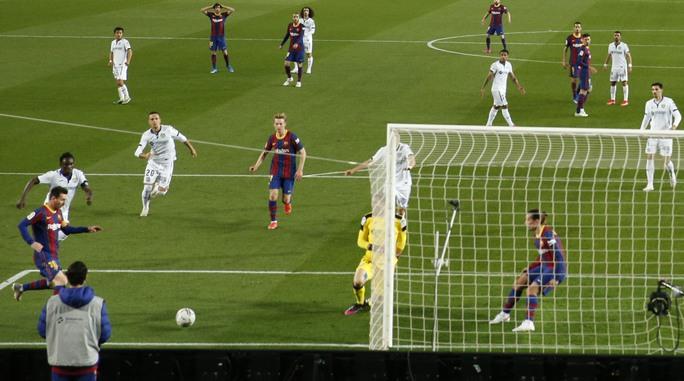 Messi nhảy múa ghi bàn trước Getafe, Barcelona trở lại Top 3 La Liga - Ảnh 4.