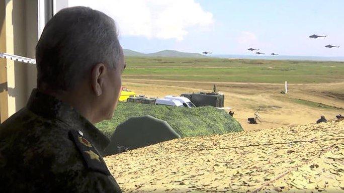 Clip: Nga tập trận rầm rộ trước khi rút quân khỏi biên giới Ukraine - Ảnh 6.