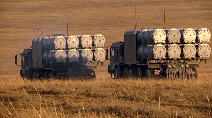 Clip: Nga tập trận rầm rộ trước khi rút quân khỏi biên giới Ukraine - Ảnh 10.