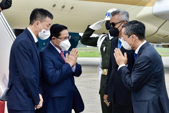 Thủ tướng Phạm Minh Chính tới Indonesia, bắt đầu chuyến công tác nước ngoài đầu tiên - Ảnh 2.