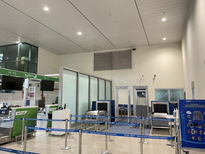 Sân bay Tân Sơn Nhất lắp thêm 5 máy soi chiếu an ninh - Ảnh 2.