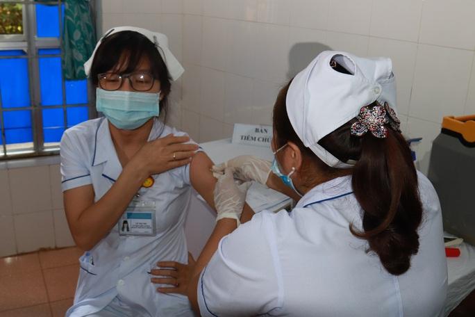 Đắk Lắk: Bắt đầu tiêm vắc-xin Covid-19 cho hơn 17.000 người - Ảnh 1.