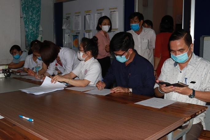 Đắk Lắk: Bắt đầu tiêm vắc-xin Covid-19 cho hơn 17.000 người - Ảnh 2.