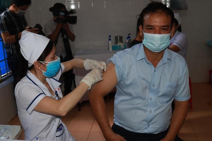 Đắk Lắk: Bắt đầu tiêm vắc-xin Covid-19 cho hơn 17.000 người - Ảnh 4.