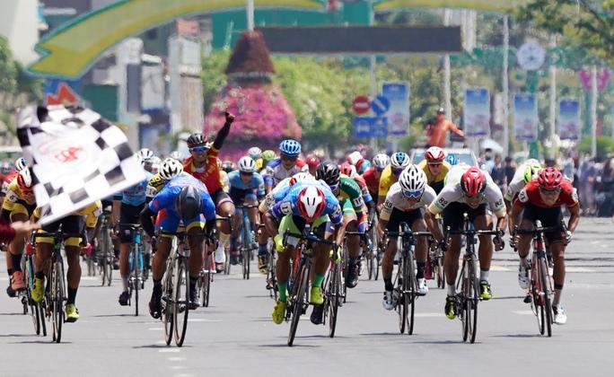 Cúp Truyền hình TP HCM: Lê Nguyệt Minh rút ngắn khoảng cách Áo xanh - Ảnh 4.