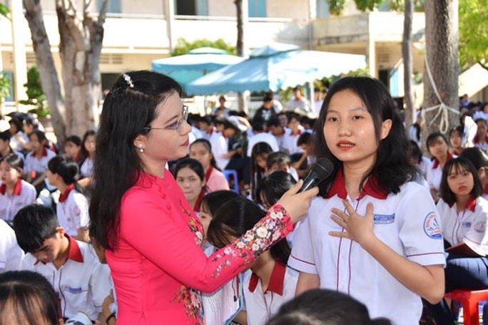 Đưa trường học đến thí sinh năm 2021 tại Bình Thuận: Quan tâm ngành hot và nguồn nhân lực - Ảnh 1.