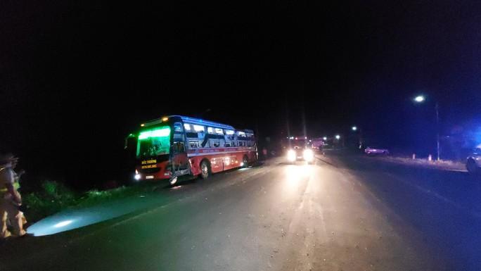 Xe tải lao thẳng vào xe khách, hàng chục người bị thương, la hét trong hoảng loạn - Ảnh 2.