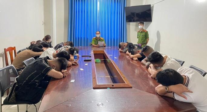 """CLIP: Phát hiện nhiều """"chân dài"""" từ Hải Phòng vào Phú Quốc du lịch rồi bay lắc - Ảnh 2."""