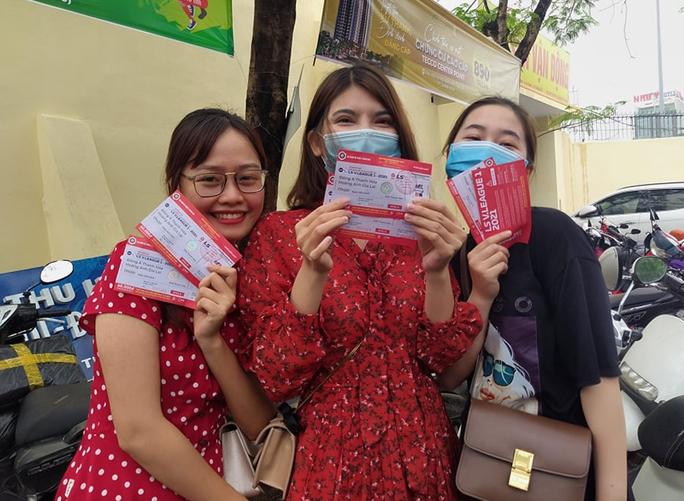Sốt vé tại Thanh Hóa trước trận làm khách của thầy trò HLV Kiatisuk - Ảnh 2.
