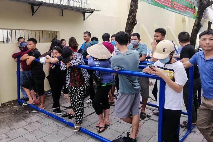 Sốt vé tại Thanh Hóa trước trận làm khách của thầy trò HLV Kiatisuk - Ảnh 7.
