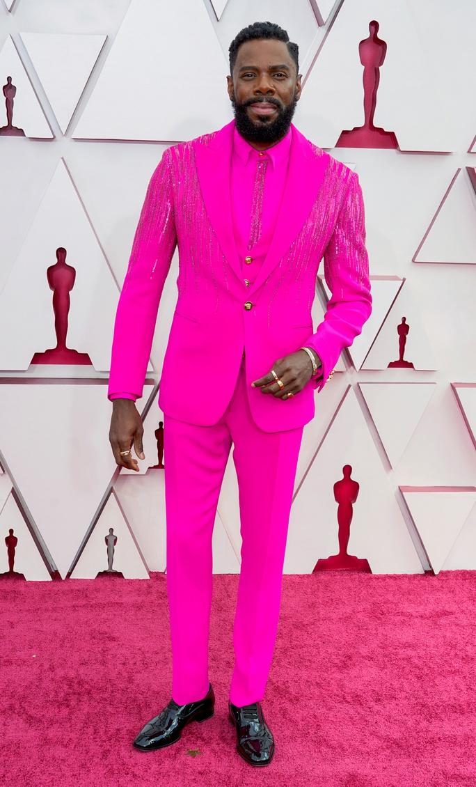 Những trang phục độc lạ tại Oscar 2021 - Ảnh 7.