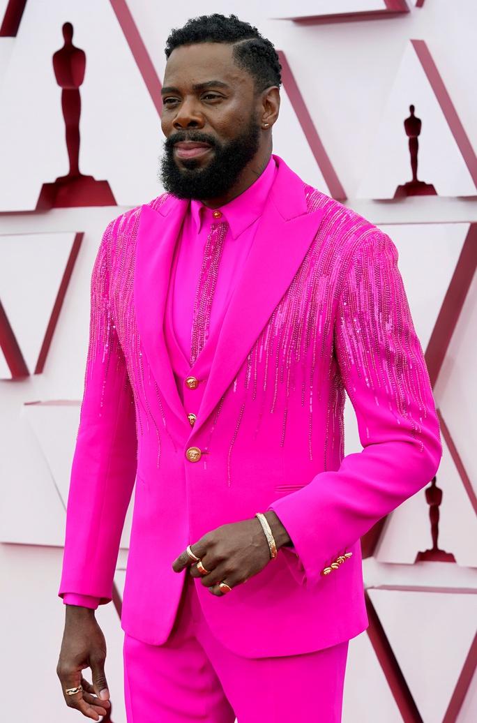 Những trang phục độc lạ tại Oscar 2021 - Ảnh 8.