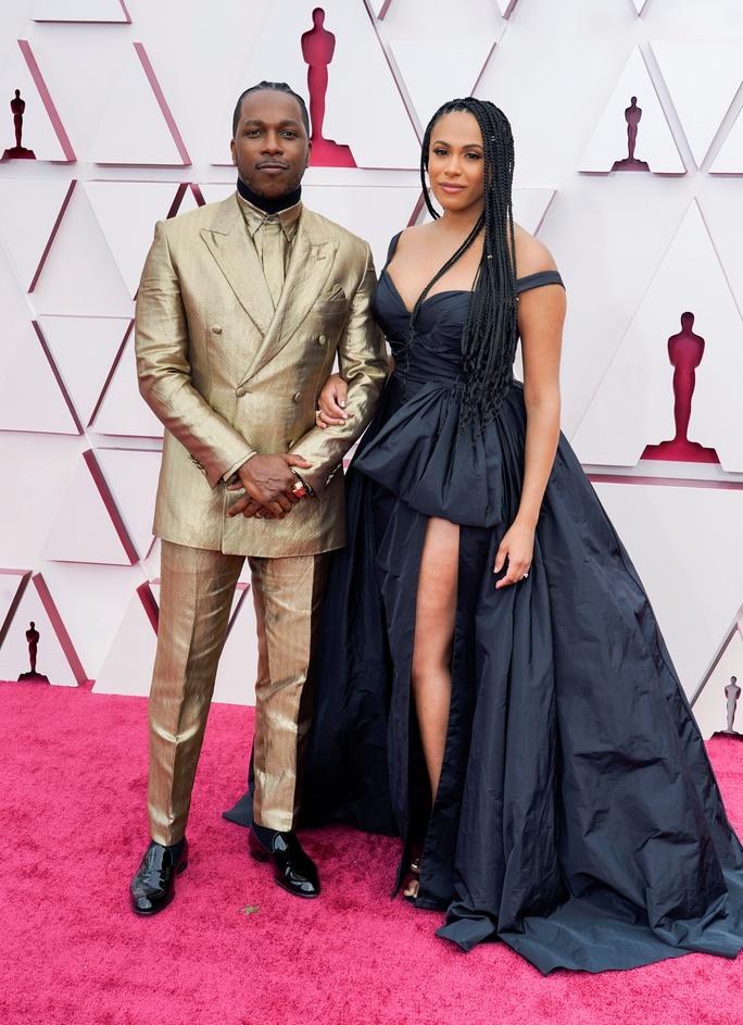 Những trang phục độc lạ tại Oscar 2021 - Ảnh 10.