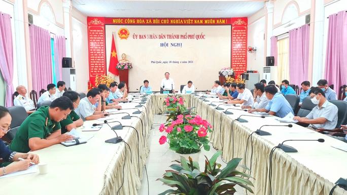 Phú Quốc lập 3 vòng lá chắn ngăn nhập cảnh trái phép từ Campuchia - Ảnh 1.