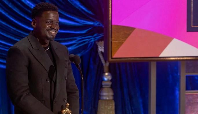 """Oscar 2021: Brad Pitt bị trêu chọc, Daniel Kaluuya khiến gia đình """"muối mặt"""" - Ảnh 4."""
