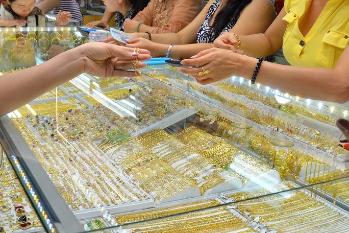 Giá vàng hôm nay 26-4: Vàng SJC bật tăng khi vừa mở cửa - Ảnh 1.