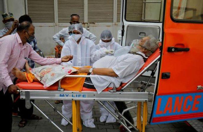 Vật tư y tế đổ vào Ấn Độ, số ca tử vong Covid-19 chạm mốc 200.000 - Ảnh 1.