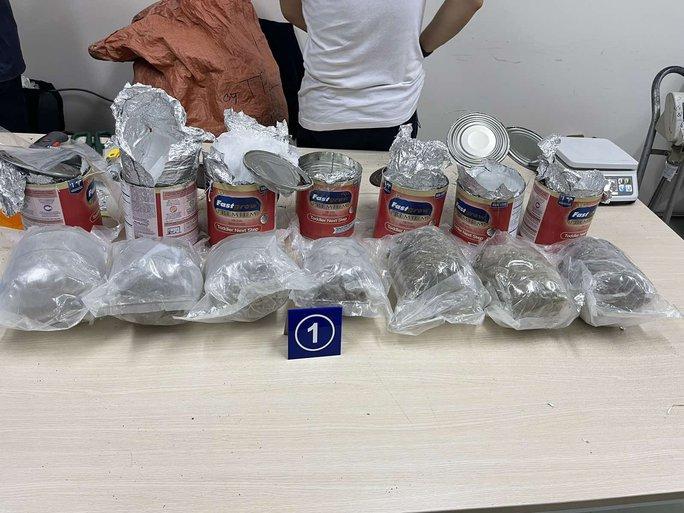 Tóm gọn 36kg ma túy giấu trong lô hàng quà biếu - Ảnh 1.