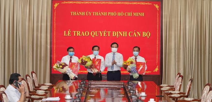 Thành ủy TP HCM trao quyết định nhân sự cho Báo Người Lao Động, Báo Phụ Nữ - Ảnh 1.