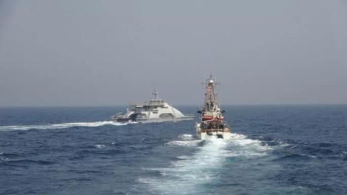 Tàu chiến Iran vây hãm 2 tàu tuần duyên Mỹ ở Vịnh Ba Tư  - Ảnh 2.