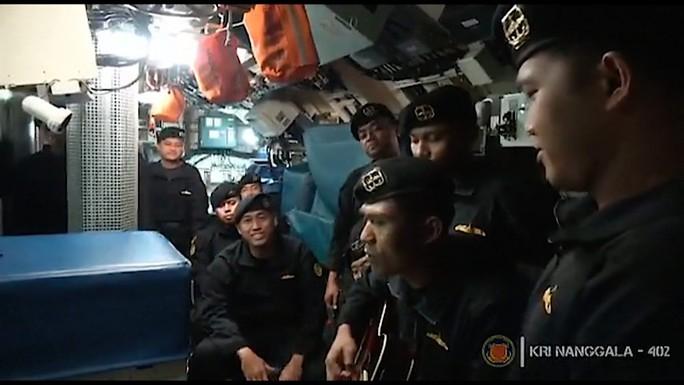 Indonesia công bố đoạn video đau lòng, trục vớt thi thể nạn nhân từ biển sâu - Ảnh 1.