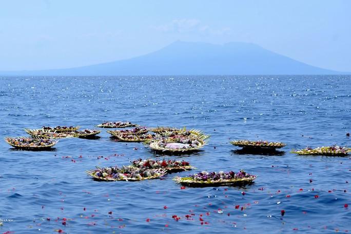 Indonesia công bố đoạn video đau lòng, trục vớt thi thể nạn nhân từ biển sâu - Ảnh 3.