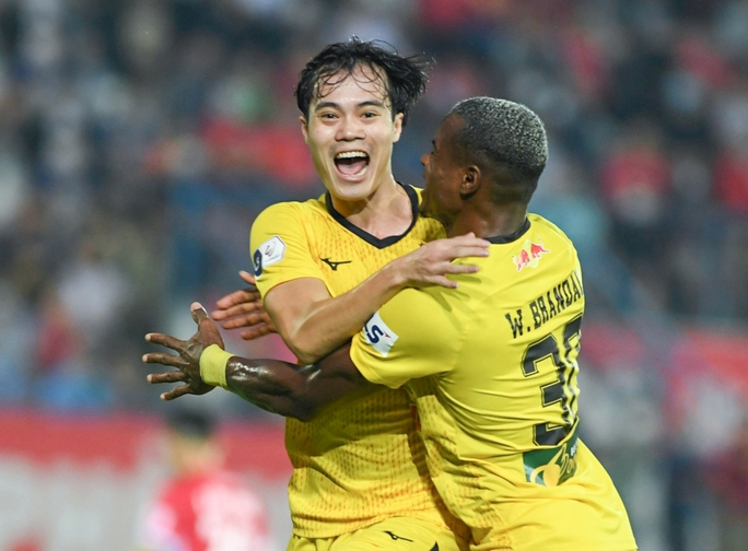 Hoàng Anh Gia Lai và Đông Á Thanh Hóa thi đấu trên sân không có khán giả - Ảnh 1.